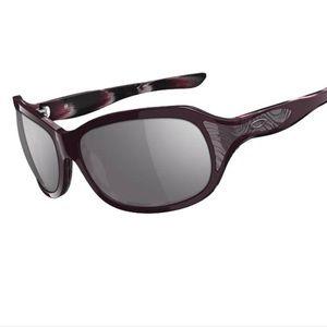 cd9827fba0d Oakley Accessories - Oakley embrace Heritage Malta Sunglasses small
